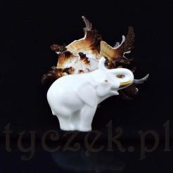 Elegancka broszka ze śnieżnobiałej porcelany