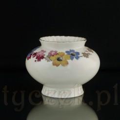 Wazonik marki Sorau z porcelany barwy ecru.