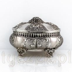 Srebrna cukiernica w stylu barokowym