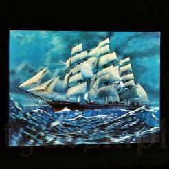 Smukły i bardzo szybki statek żaglowy typu fregata pochodzący z XIX w.