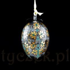 Jajo ręcznie zdobiono finezyjnymi barwnymi ornamentami.