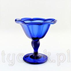 Zabytkowy szklany pucharek