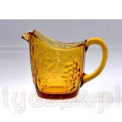 szklany mlecznik w kolorze miodu