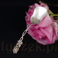Niewielka różana łyżeczka do cukiernicy.