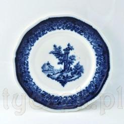 Unikatowy talerz ze śnieżnobiałej porcelany reprezentuje znany i pożądany przez kolekcjonerów fason Chippendale