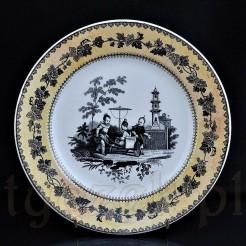 Fajansowy XIX-wieczny talerz z bogatą dekoracją