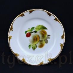 Uroczy talerzyk deserowy wykonany został z białej, wałbrzyskiej porcelany