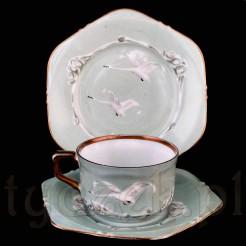Porcelana zdobiona ręcznie unikatową kompozycją.