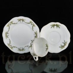 Porcelanę zdobią wspaniałe liściaste kalkomanie.