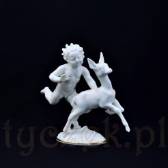 Dynamiczna figurka goniącego sarenkę amora
