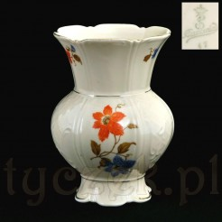 Znakomity wazon z bawarskiej porcelany koloru ecru