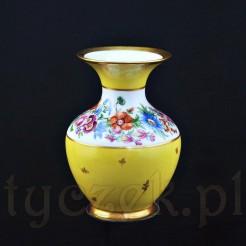 Porcelanowy wazon z okresu międzywojennego