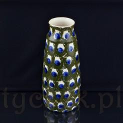 Okazały wazon na cięte kwiaty wykonany został ze śląskiej ceramiki