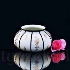 Ciekawy orientalny dekor oraz forma