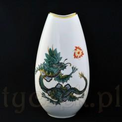 Ręcznie malowany chiński smok na białej porcelanie