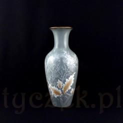Oryginalny wazon posiada okazałą formę ze smukłym brzuścem i szyjką