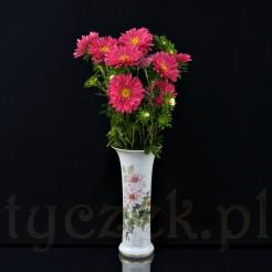 Przepiękna dekoracja każdego stołu w nim cięte kwiaty prezentują się pięknie