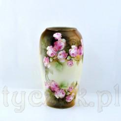 Olbrzymi wazon wykonany ze szlachetnej porelany