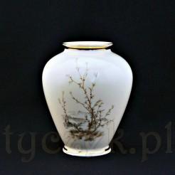 Romantyczny wazon porcelanowy w kolorze ecru