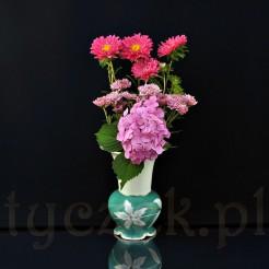 Śląski wazon dekorowany motywem kwiatowym z pięknymi złoceniami