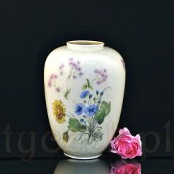 Porcelanowy wazon w kolorze kości słoniowej