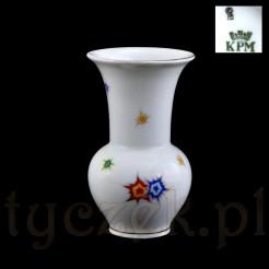 Sygnowany śląski wazon marki KPM z białej porcelany z modernistycznym wzorem
