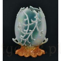 Pięknie zdobiony wazon z okresu secesji.