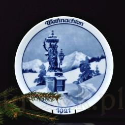 Klimatyczna scenka przedstawiająca święta w górach pełnych śniegu z pomnikiem Maryi i Dzieciątka na głównym planie