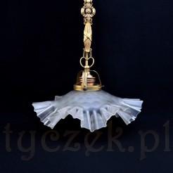 Stylowa lampa wisząca wniesie powiew międzywojennej elegnacji