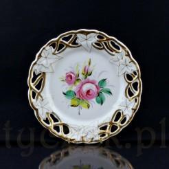 Uroczy talerzyk deserowy z przepięknym złotym ażurem przeplatanym motywem liści