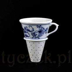 Stylowy zaparzacz do ziół i herbaty zdobiony motywem cebulowym
