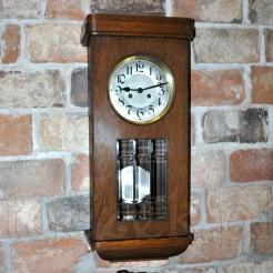 Stylowa dekoracja- zegar wiszący w drewnianej obudowie