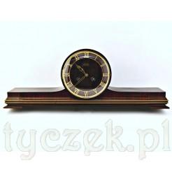 Stylowy zegar kominkowy w niecodziennej formie