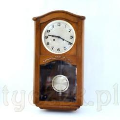 URGOS ten zegar pasuje do nowoczesnych i klasycznych wnętrz