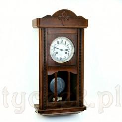 Smukły i zgrabny zegar wiszący ze sprawnym werkiem