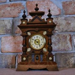 Dostojny zegar HAU z okresu Grunderzeit
