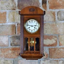 Znakomity zegar zabytkowy o idealnych wymiarach do nowoczesnych mieszkań
