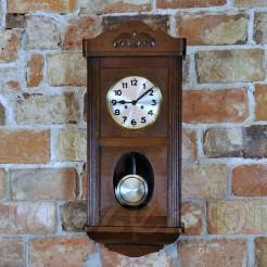 Prawdziwy skarb: duży zegar w drewnianej skrzyni