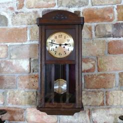 Stylowy, drewniany zegar na ścianę z I połowy XX wieku