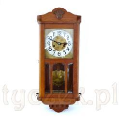 Smukły zegar mechancizny nakręcany kluczykiem - w sam raz do mieszkania