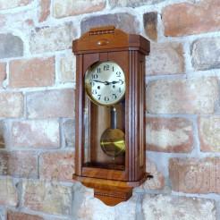 Przepiękny zegar secesyjny w uroczej skrzyni do zawieszenia na ścianę