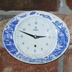 Wiszący zegarek w typie Delft z II połowy XX wieku