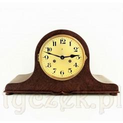Dostojny zegar z okresu międzywojennego - mechancizny, sprawny antyk z wahadłem i kluczem