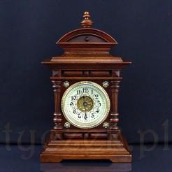 Luksusowy zegar niewielkich rozmiarów, zachwyca swą dostojnością