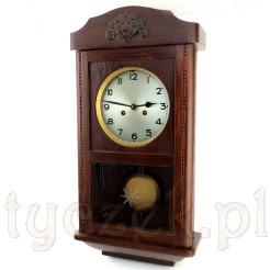 Zabytkowy zegar na ścianę w salonie, pokoju czy jadalni