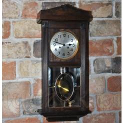 Zabytkowy zegar wiszący z wytwórni DUFA