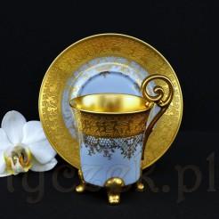 Błękitna porcelanowa pięknota w złocie