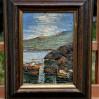 Pejzaż marynistyczny z łodziami i górami – olej na płycie malarskiej z II połowy XX wieku