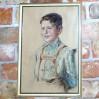 Klasyczne studium portretowe. Pokaźnych rozmiarów obraz wykonany techniką suchej pasteli z roku 1944