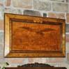 Pokaźnych rozmiarów obraz z motywem orła wypalany w drewnie